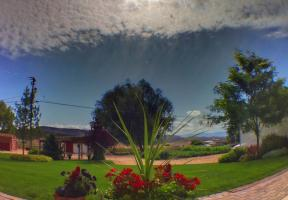 olloclip: Back Yard - Wide Angle